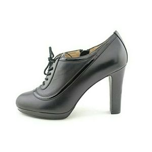 EUC Ellen Tracy Private Leather Booties